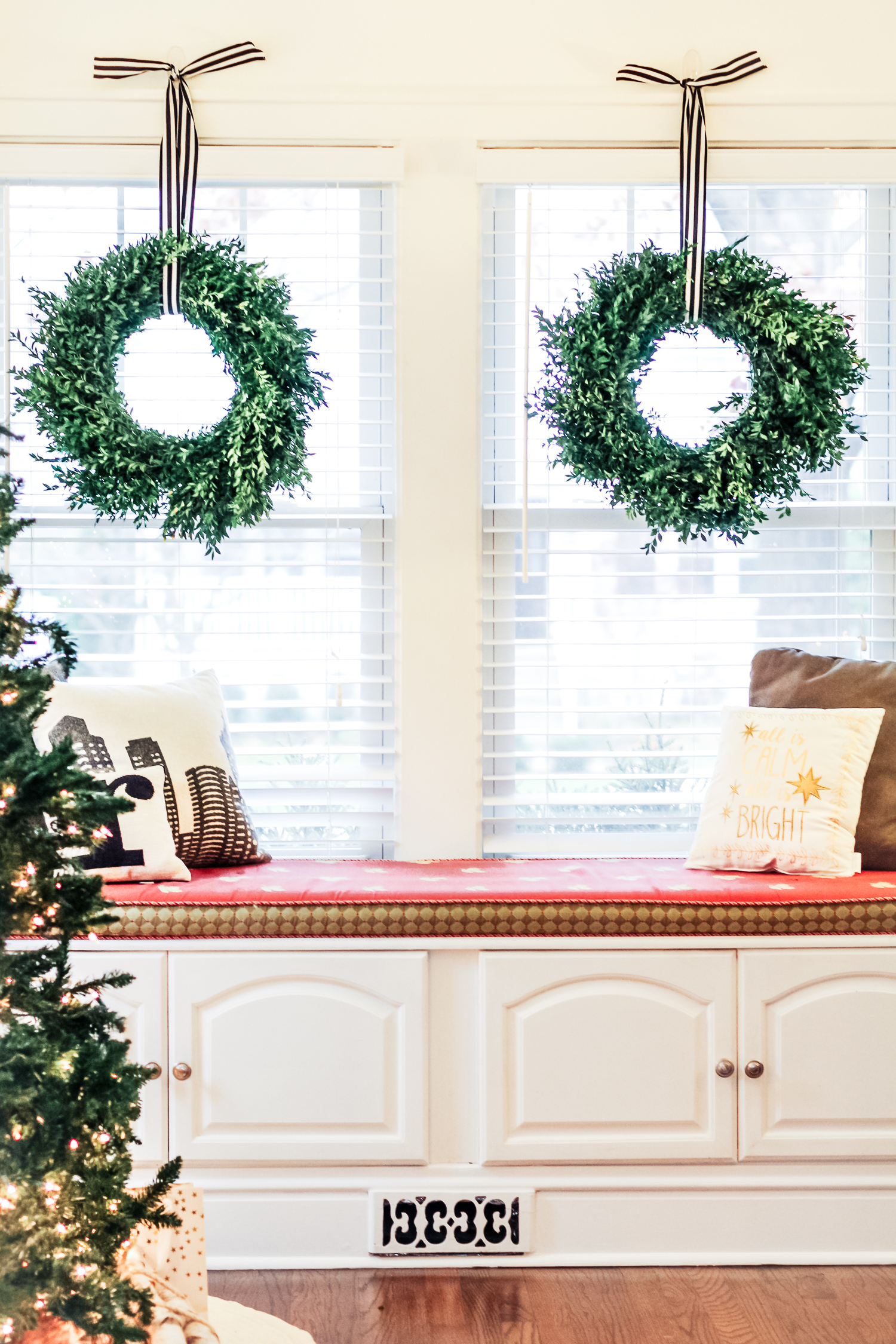 Since you guys gave me awesome feedback on my last post about a seasonal wreath, I had to share a few more for the holidays :) So if you are in need of a new wreath, check out these that I'm crushing on (including these boxwood wreaths!). I love the natural look and simplicity of all of them. All classics (and all faux) so they will last for years!!