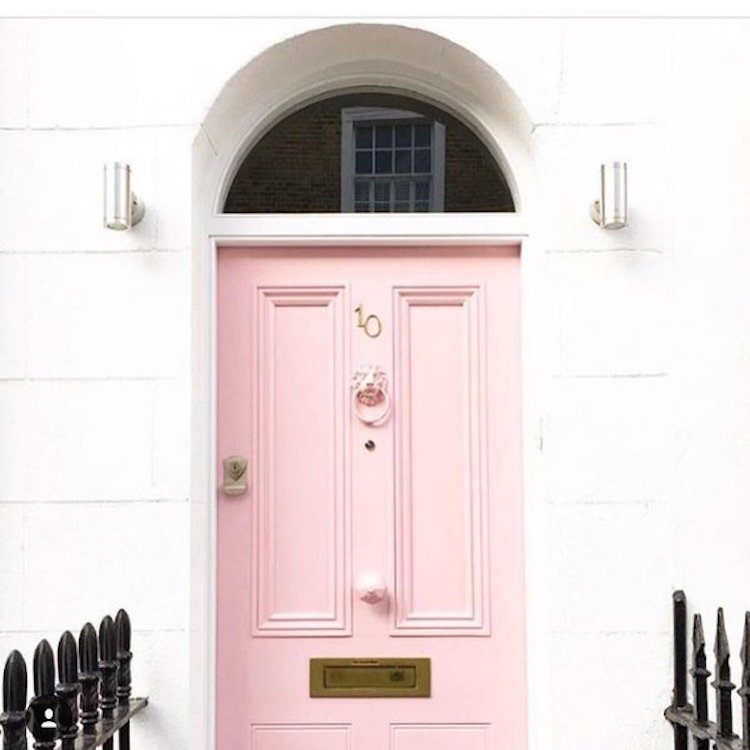 She's a fashion blogger in London and her feed is filled with so many beautiful pink doors! (Image via the intagram account of @Victoriametexas . )