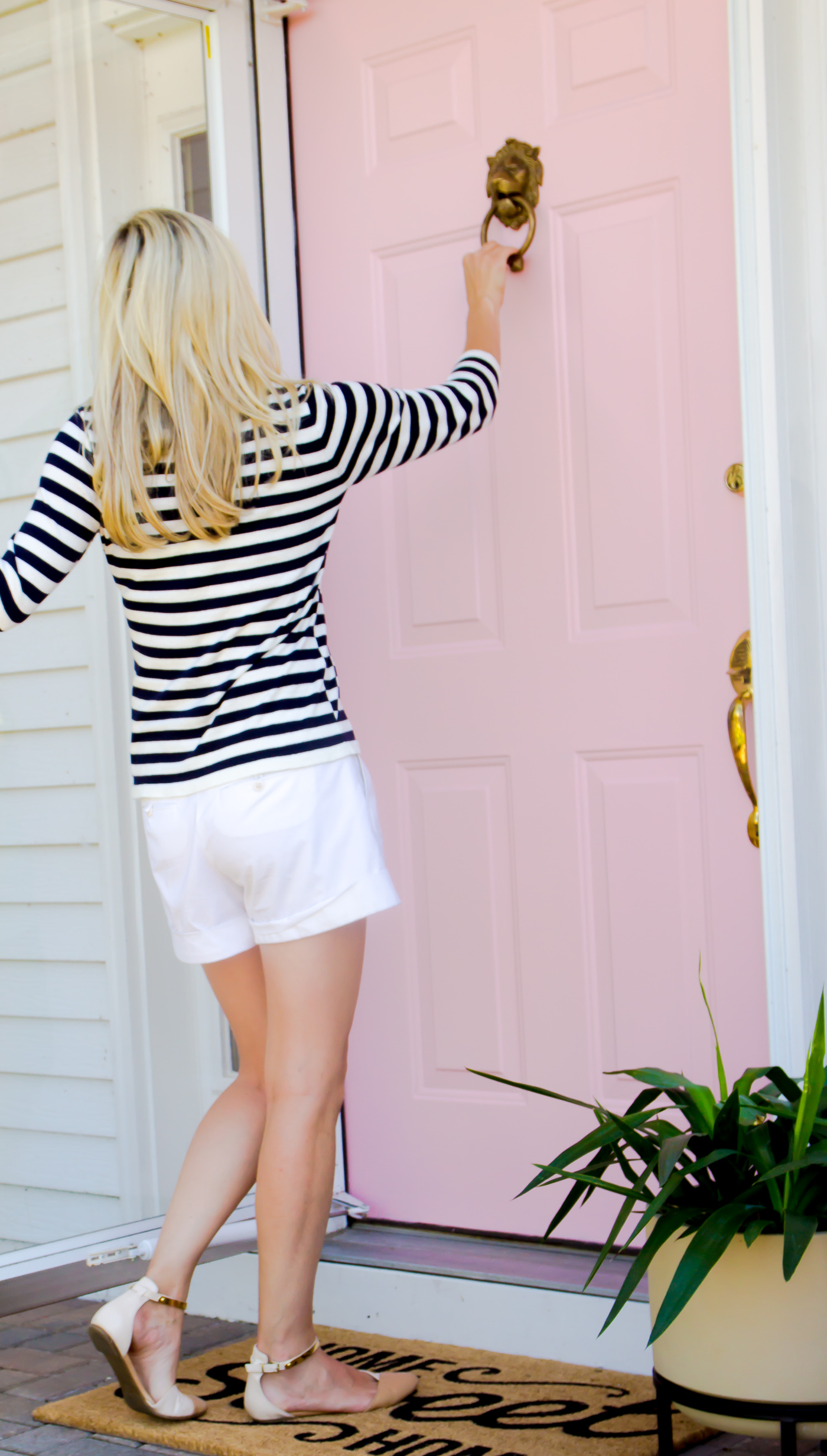 One of the easiest ways to give your house a fresh look and make it your own is by painting the front door. It's easy, quick and a fairly inexpensive project. We have been making small changes to make our new house feel like our own and painting the front door definitely helped with that.