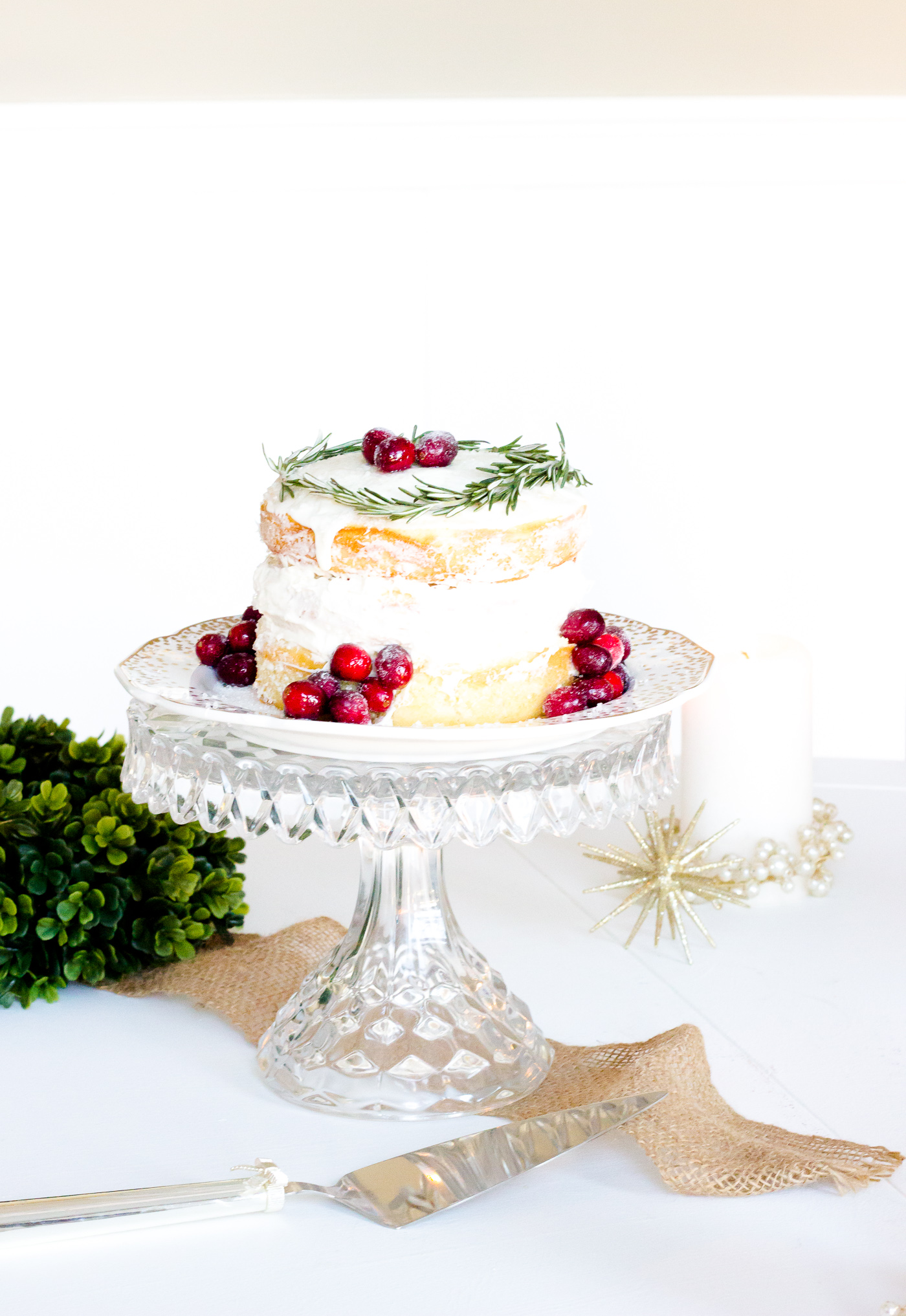 Naked Holiday Cake Recipe with sugared cranberries. Beautiful and easy to make! #nakedcake #holidaydessert #christmastime
