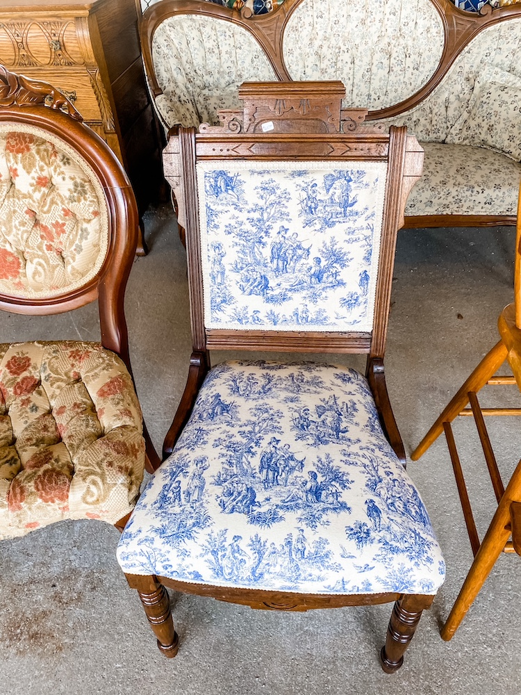 how to shop for furniture at flea markets